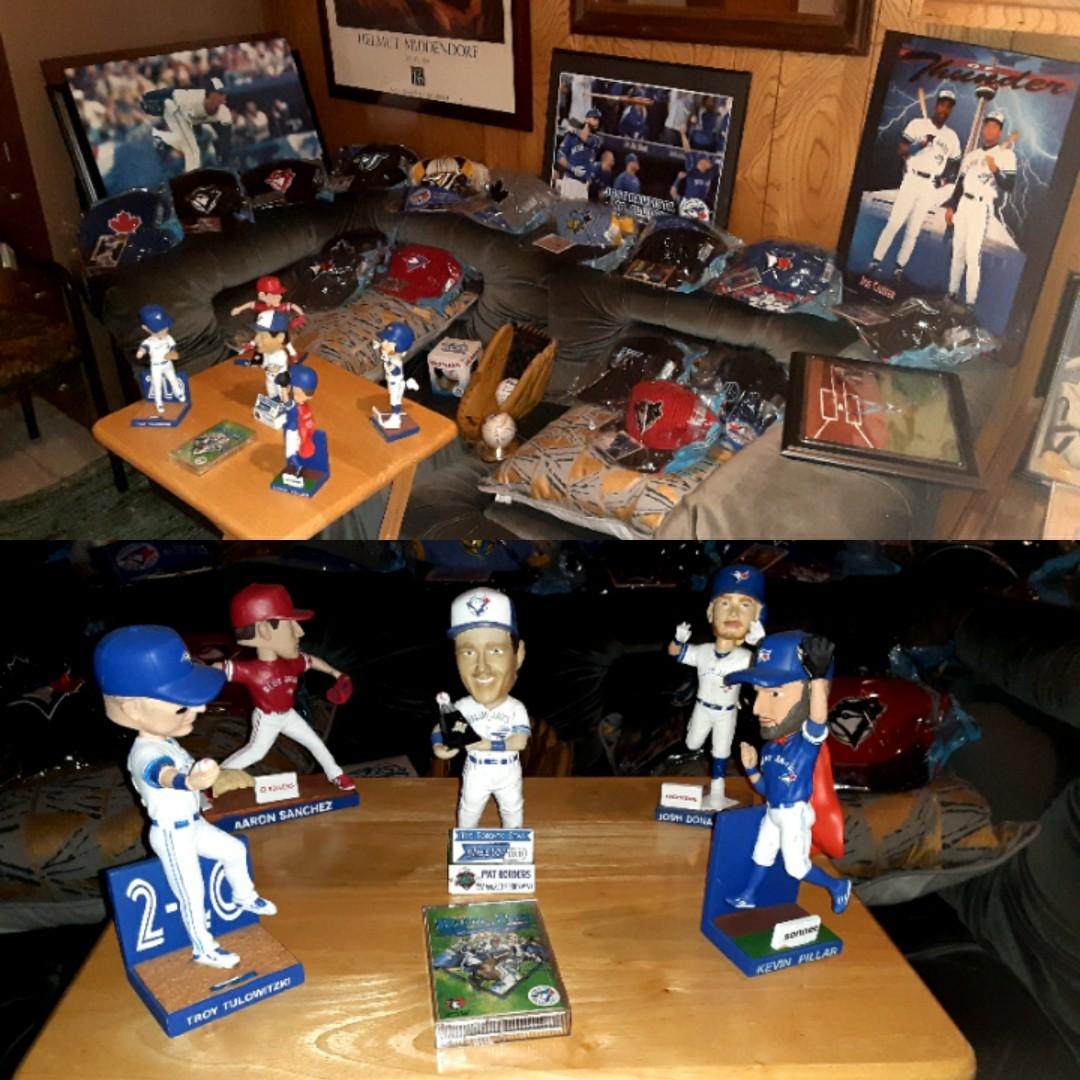 Blue Jay's Jerseys, caps,  memoribila and bobble heads