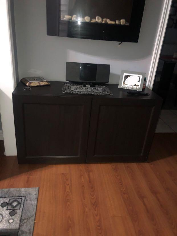 2 opening cabinet with shelves inside