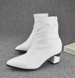 White heeled boots sz7