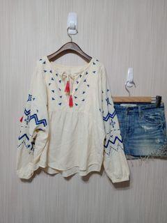 (專櫃品牌)原價:3680 100%純棉米色波西米亜風上衣