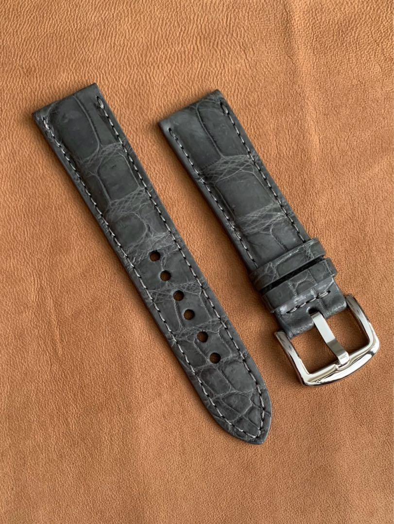 [DISCOUNTED] 22mm/20mm Grey Crocodile Alligator Watch Strap 22mm@lug/20mm@buckle (amazing unique swivel grains) 22mm/20mm     Standard length: L-120mm,S-75mm (one of its kind, once sold, no more 👍🏻) - LAST SUCH STRAP - CB SALE!! 😊