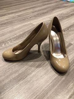Chinese laundry nude pump