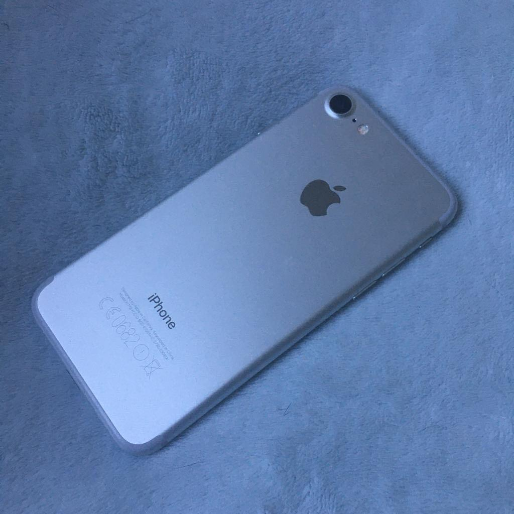 iPhone 7. 128 GB with warranty