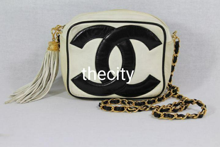 AUTHENTIC CHANEL VINTAGE TASSEL CHAIN SLING MESSENGER CAMERA BAG - CC LOGO - LEATHER
