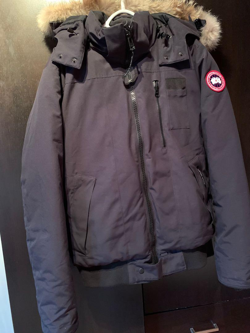 Mens size Large Navy blue canada goose jaket for sale. Price if firm