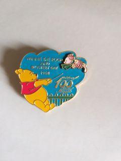 (包郵) Disney pin winnie the pooh piglet pins 廸士尼徽章 襟章