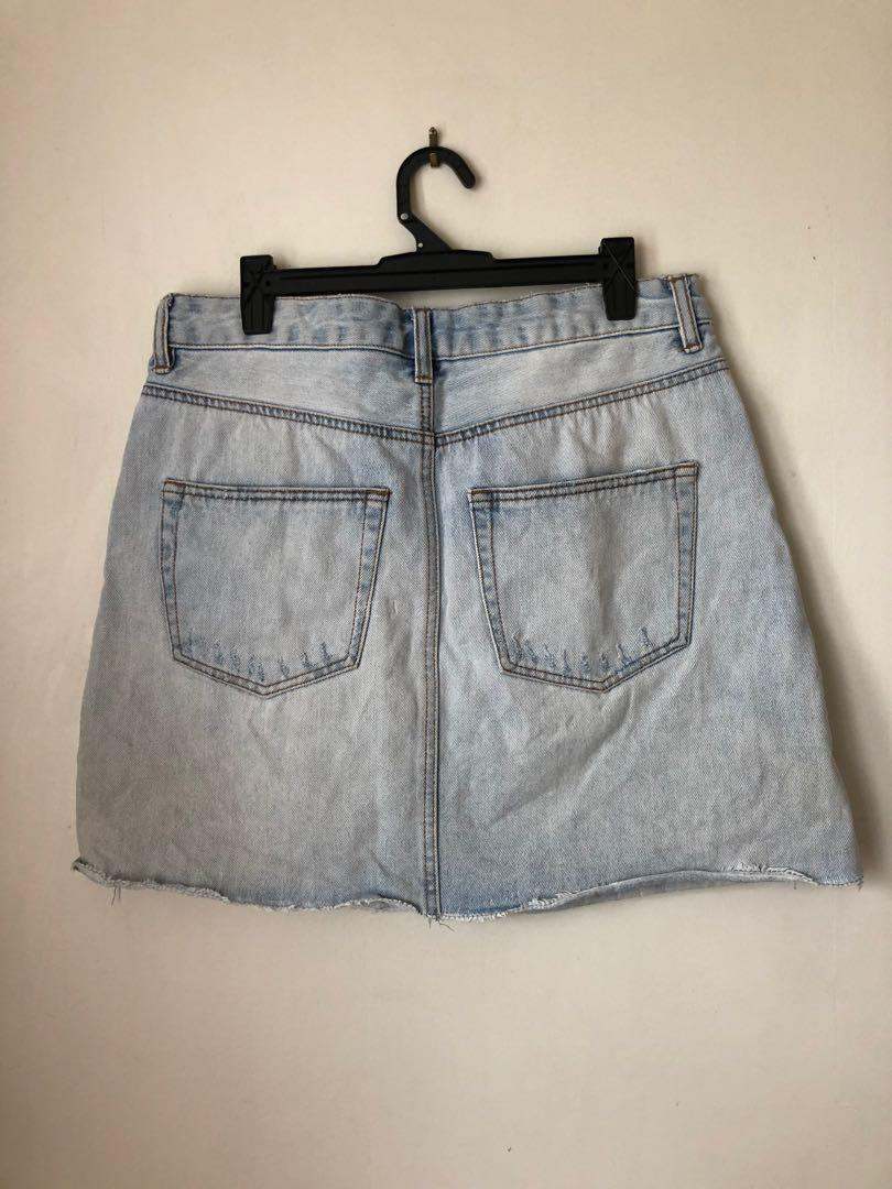 Denim skirt x