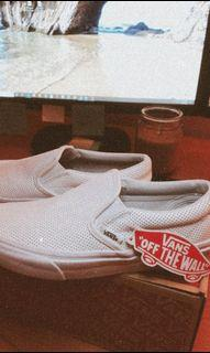 VANS - SIZE 6W - CLASSIC WHITE LEATHER SLIP-ON - BRAND NEW