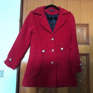 正紅色大衣外套