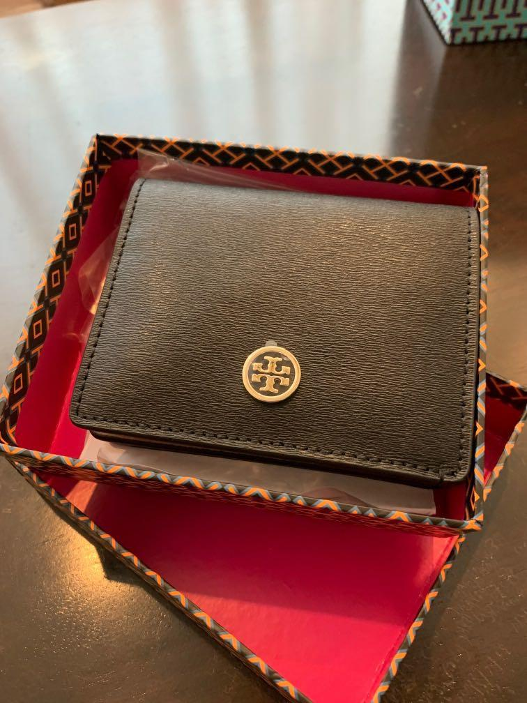 Buyer looking : Pls pm me if have place order for this item earlier Tory Burch