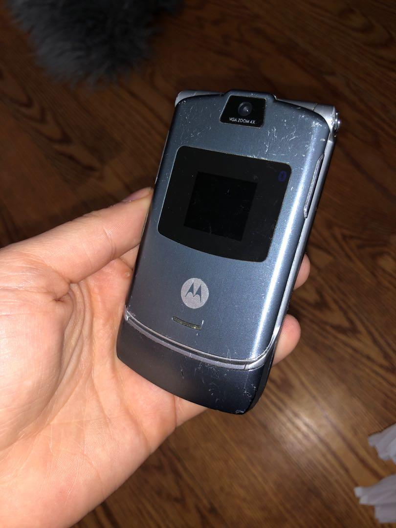 ALL OF THESE FLIP PHONES, BLACKBERRY, SAMSUNG FOR SALE