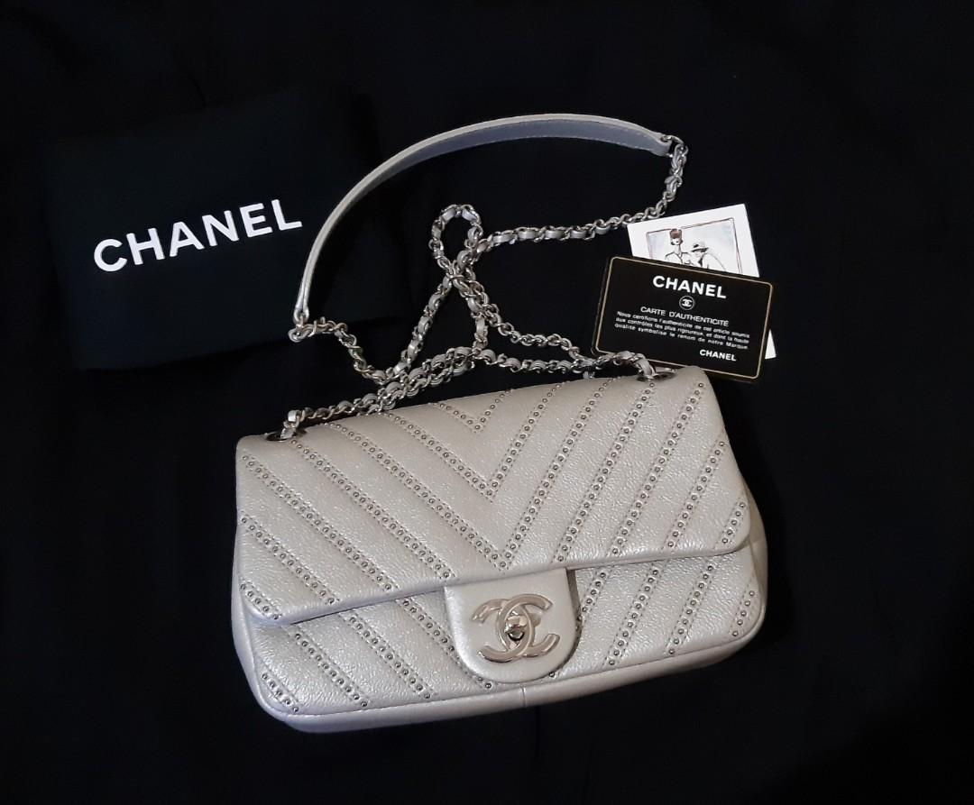 Excellent Chanel Mini Rectangle Chevron SHW #24 with Dustbag, Card, Holo...Cantik dan Mewah !