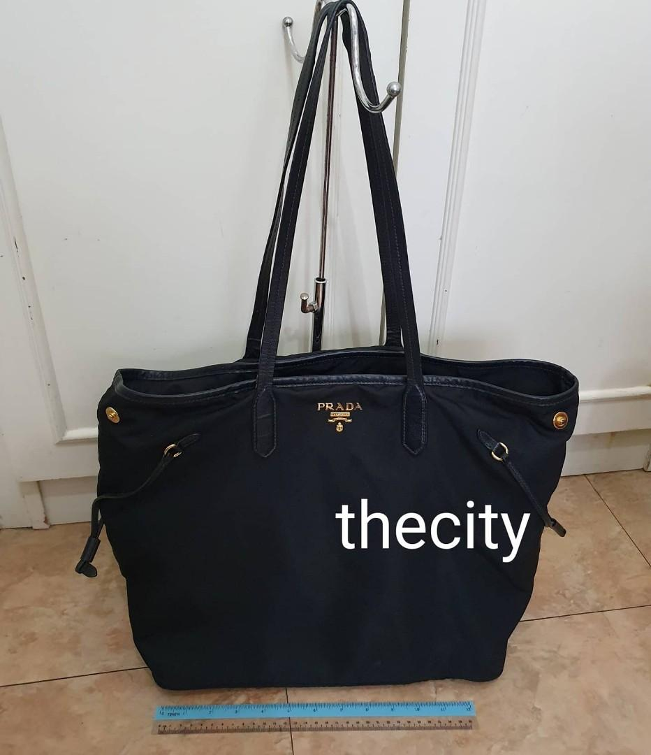 "AUTHENTIC PRADA NEVERFULL SHOULDER BAG - BLACK NYLON CANVAS - GOLD HARDWARE -  CLEAN INTERIOR - SMALL SIGNS OF USAGE ON HANDLE - DESIGN SIMILAR TO LOUIS VUITTON  ""LV NEVERFULL"" BAG - (BOUGHT AROUND RM 6000+)"