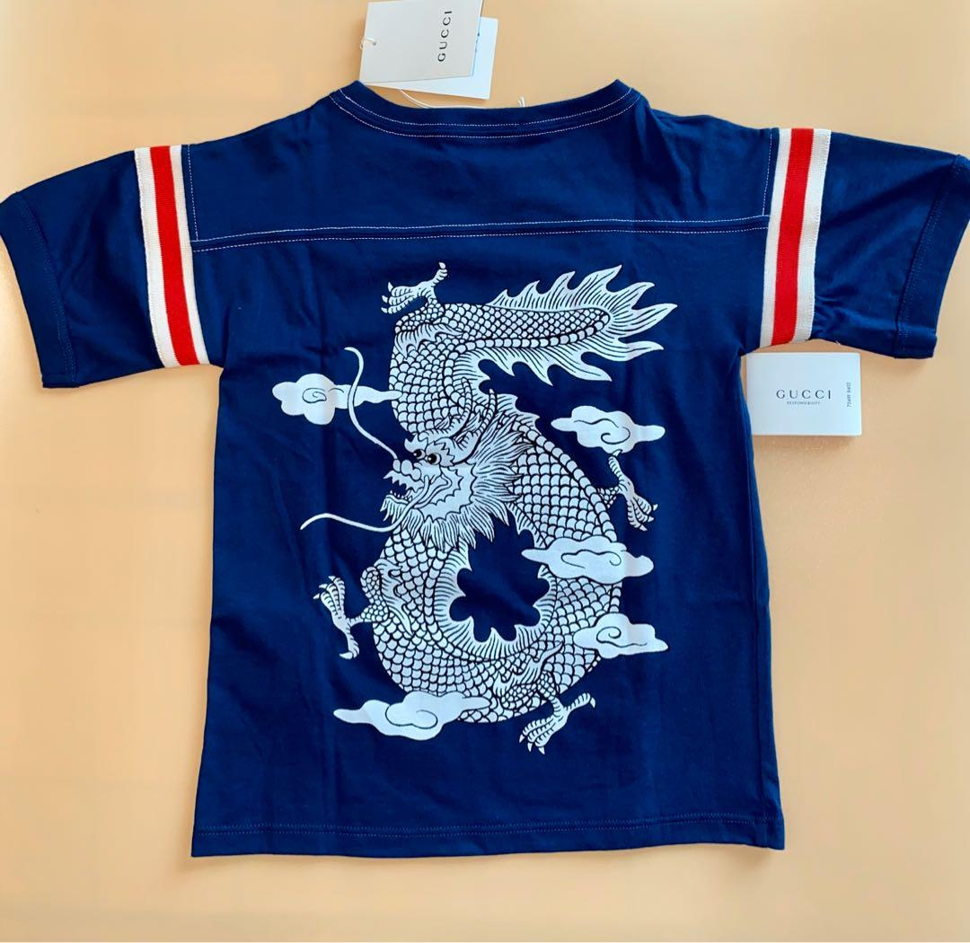 Gucci Kids - T-Shirt (Unisex) - Double Sided Dragon Print With Distinctive Gucci Red & White Stripes - Size 5 Years