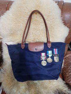 LONGCHAMP徽章紀念包(正品)