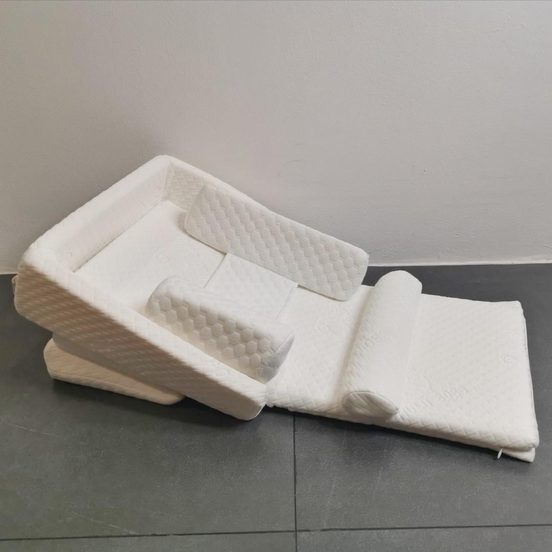 Baby Spit-up reflux elevated wedge mattress
