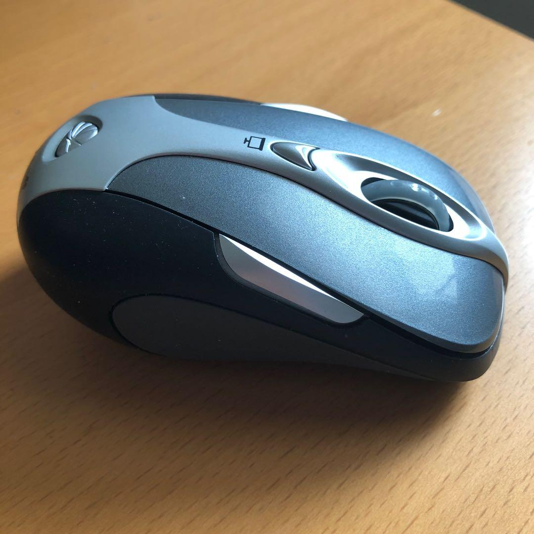 Microsoft Wireless/Bluetooth Presenter Mouse 8000 + Case