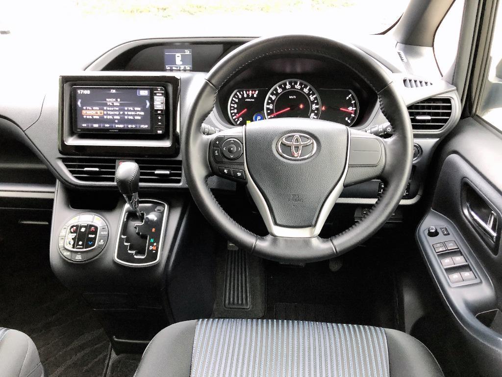 Toyota    VOXY ZS ZRR80 2.0   2016 Auto