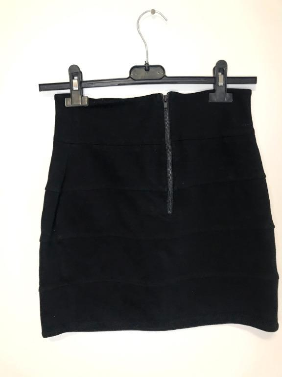 Aritzia Talula Black Stretch Ribbed Skirt - size small, size 6