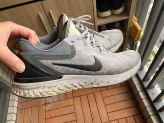 Nike react 跑鞋