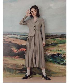 Marjorie 時尚天份,翻領西裝感高腰百摺洋裝