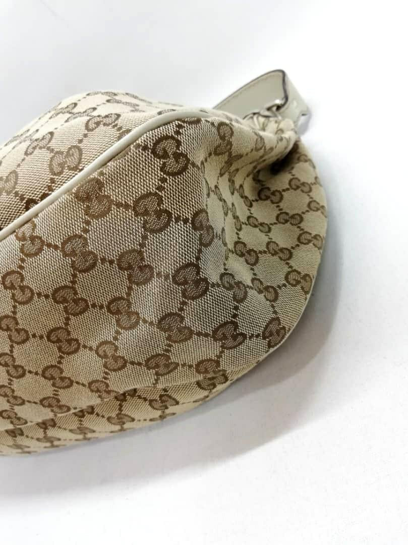 AUTHENTIC GUCCI SHOULDER BAG - GG LOGO MONOGRAM- CLEAN INTERIOR - SIZE  H27×W39 x D 11 CM APPROX. - (BOUGHT AROUND RM 5000+)