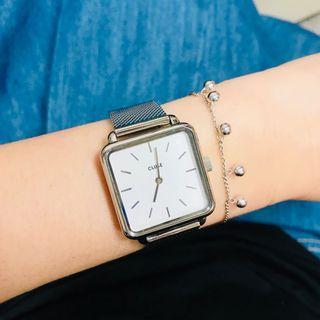 Cluse 時尚質感方塊錶。銀x白