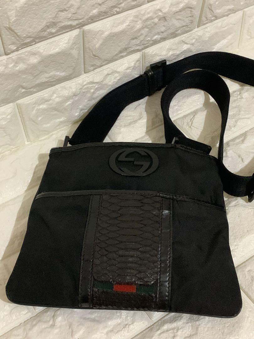 Gucci sling vintage authentic, nylon mix leather, antik mewah Unisex, 24 x 21 cm, bag only , kondisi 90% Ok! Serius no php!!MURAH 🥰🥰🥰