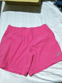 Nike 桃色小短褲