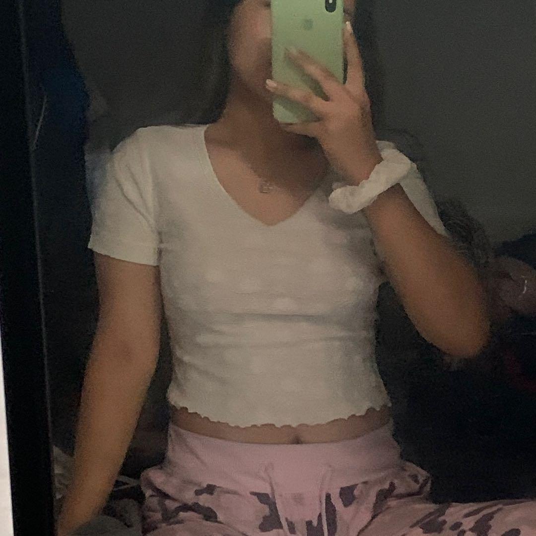 cropped dainty white v-neck top w/ scrunchie