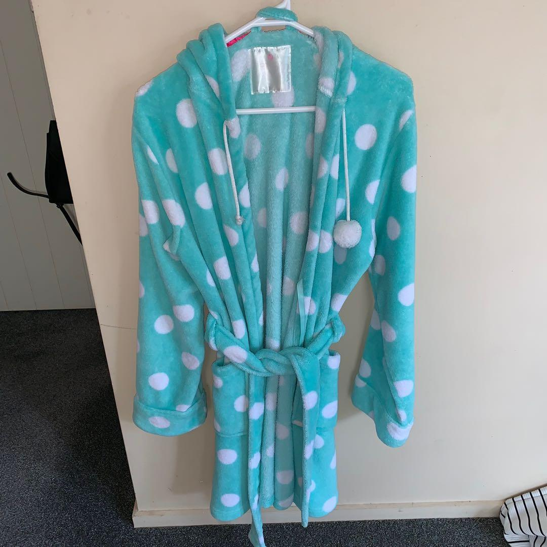 Size M/L fluffy robe