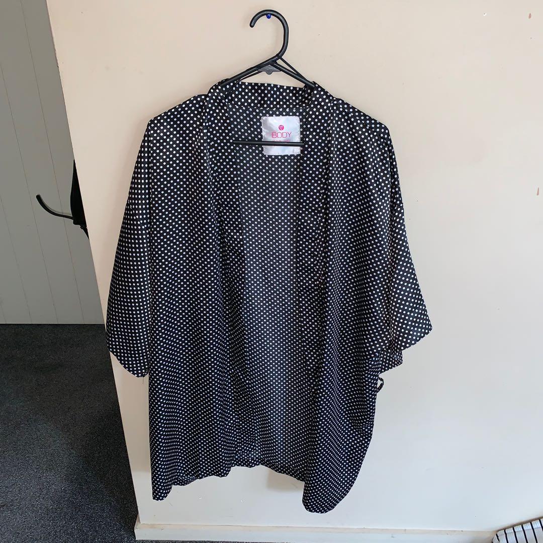 Size M/L silky robe