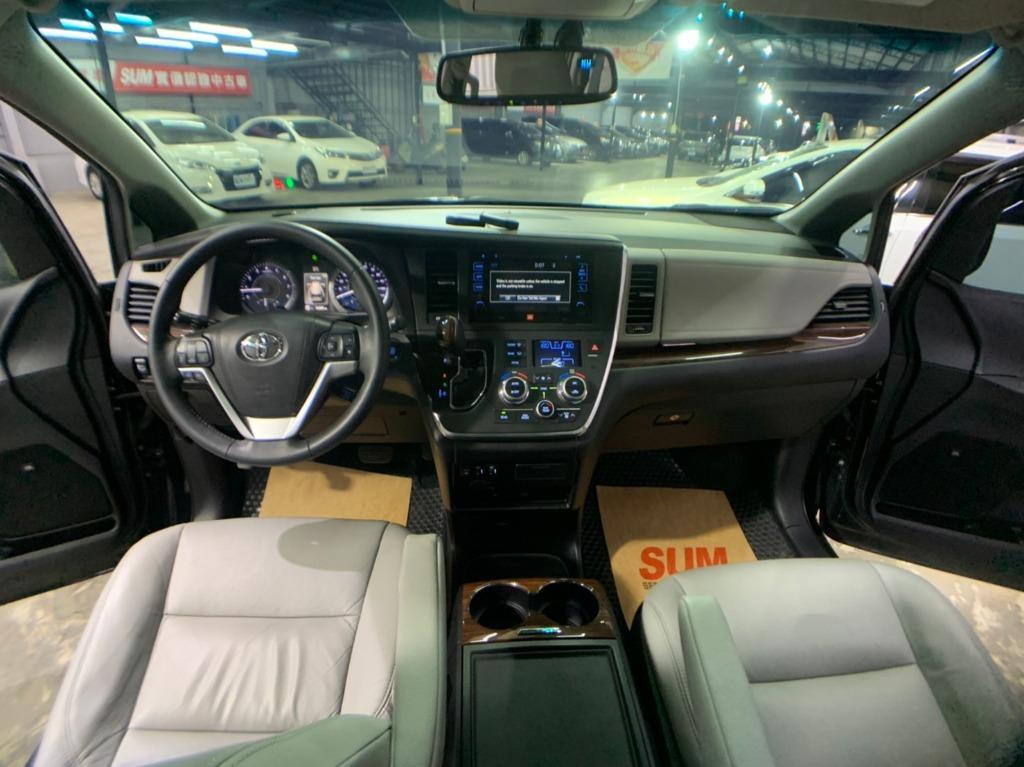 正2016年出廠,最新款Toyota Sienna Limited 最頂級雙天窗版本