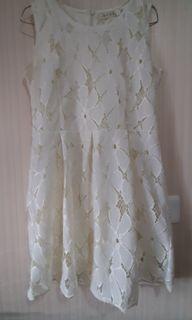 Dress putih cantik