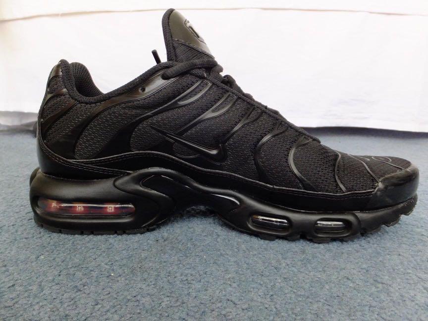 Nike TNs Triple Black