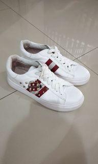 Sepatu Staccato Woman white