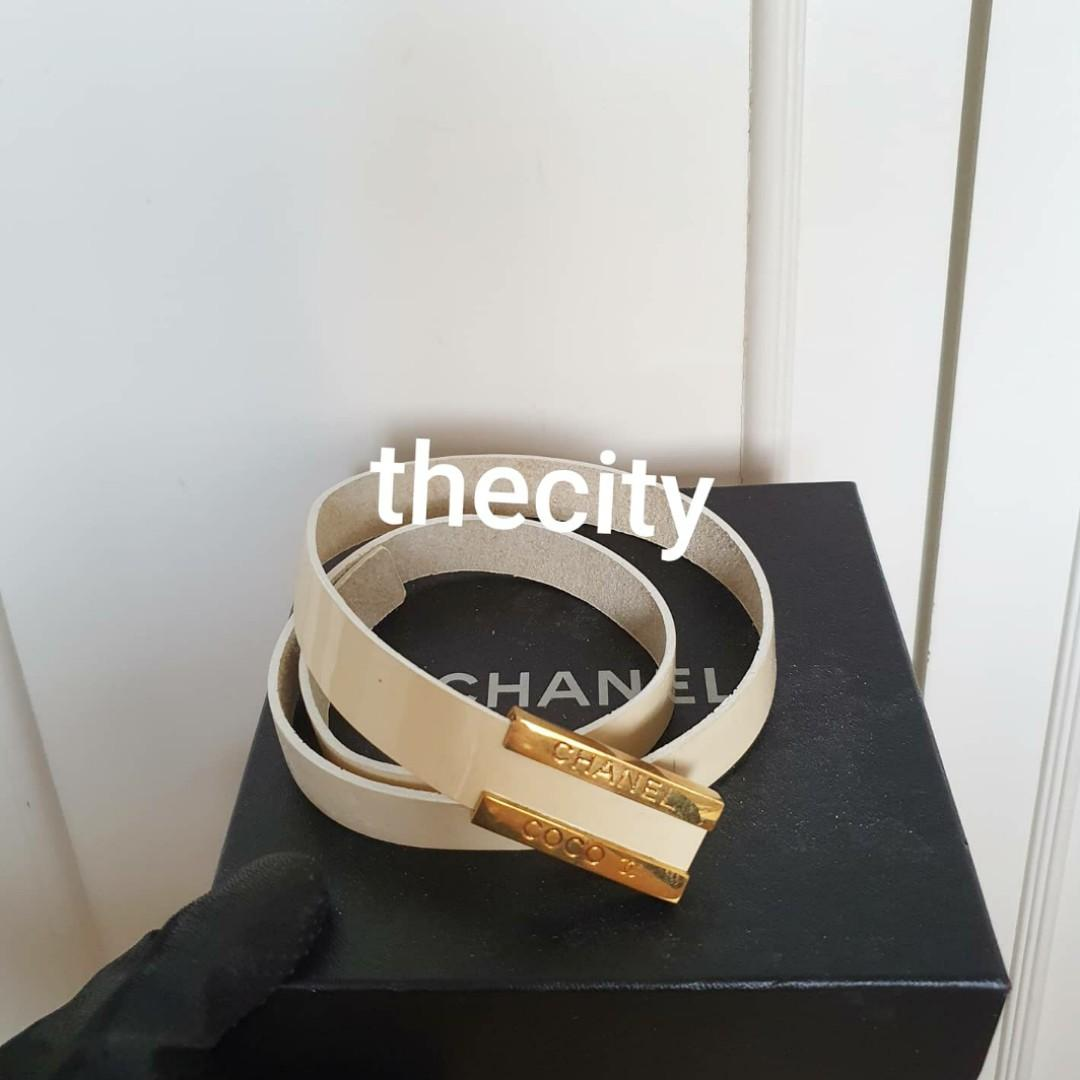 AUTHENTIC CHANEL WHITE PATENT LEATHER BELT - SHINY GOLD CC LOGO BUCKLE HARDWARE - SIZE : (MIN 70 CM - MAX 74 CM) - CAN WEAR AS HIGH WAIST BELT - COMES WITH CHANEL BOX ! - (CHANEL BELTS NOW RETAIL RM 6xxx++)