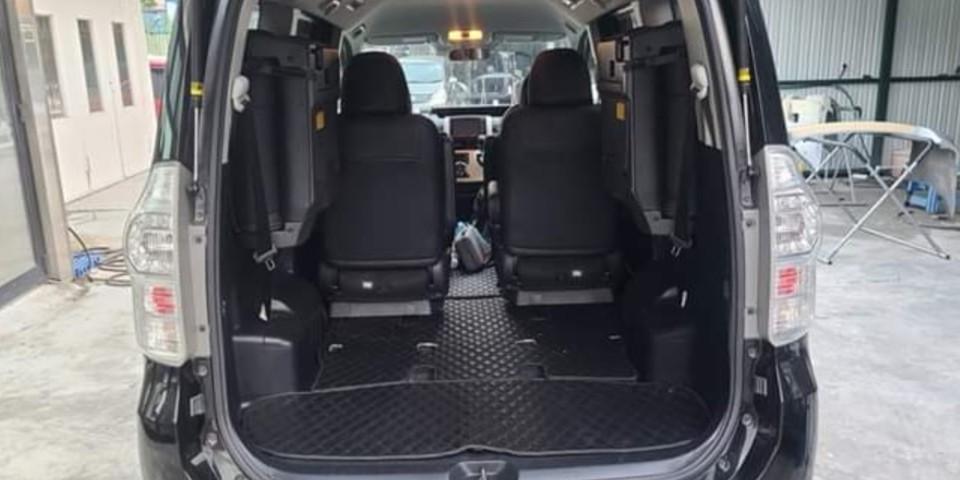 Toyota Voxy 2.0 Zs (A)