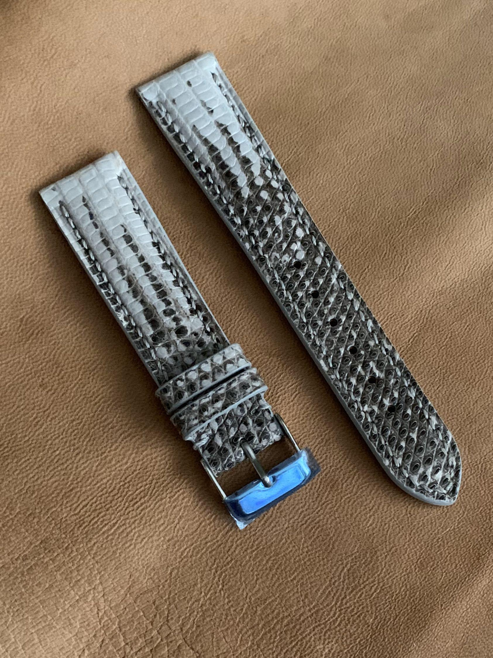 20mm/18mm Himalayan Off White Black Teju Lizard Watch Strap  (only piece, once sold no more 🤗 ) Standard Length- L:120mm S:75mm