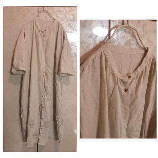 米色棉麻長版刺繡罩衫外套