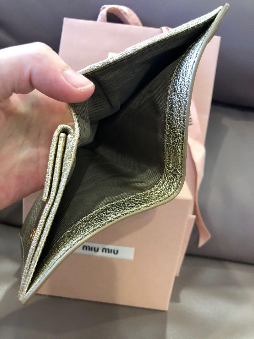 Not for fussy buyer❣️bought at $400)❗️100% Authentic Miu Miu wallet, exterior has some 'storage stains' (7/10)but interior is very very new (9.5/10) .As i did not use it and kept in drawer. U may refer to photos uploaded.