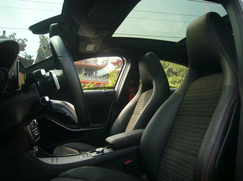 總代理~2016年式 BENZ A250 AMG sport 小改款 免鑰匙啟動 腿部支撐電動椅 少開停車庫