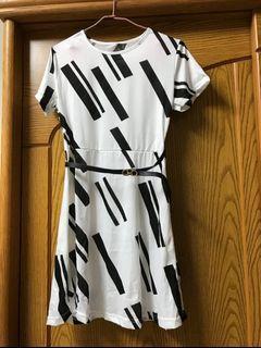 白色洋裝白底黑斜線 S