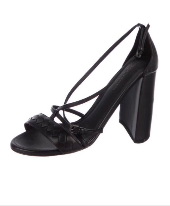 Authentic Bottega Veneta leather strappy sandals size 8