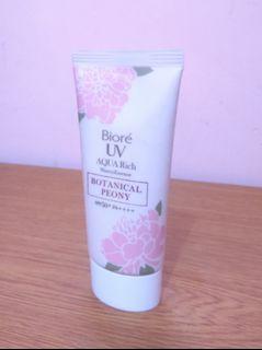 Biore UV Aqua Rich Watery Essence - Botanical Peony #thr2020