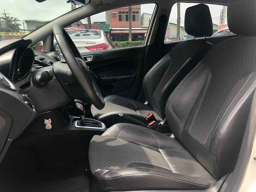 2016年Ford Fiesta 1.0頂規 I-KEY/6具安全氣囊
