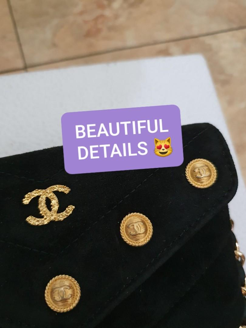 AUTHENTIC CHANEL BLACK SUEDE LEATHER CHEVRON VANITY POUCH - CC LOGO & MEDALLION DESIGN - GOLD HARDWARE - WITH EXTRA ADD HOOKS & CHAIN FOR CROSSBODY SLING - HOLOGRAM STICKER INTACT, WITH AUTHENTICITY CARD- CLEAN INTERIOR, KEPT UNUSED , LIKE NEW !