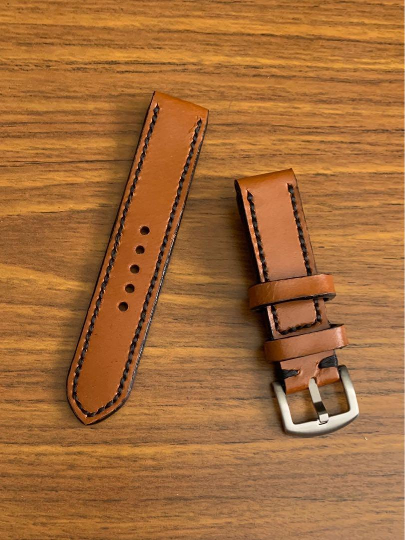 20mm/20mm Calf Leather- Whiskey Brown Leather with Ebony Black stitching and comfortable Goatskin leather lining  (only piece like that, once sold no more 👍🏻😊) Standard Length- L:120mm S:75mm -looks great on diver watches!