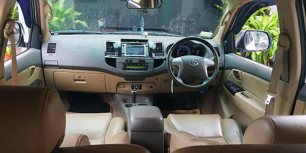 Toyota Fortuner G lux 2.7 AT 2012 bensin angs 1.9 jt