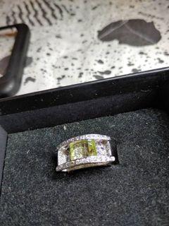 奢華 雙層 維多利亞 碎鑽 偏黃橄欖石下有碎鑽 戒指